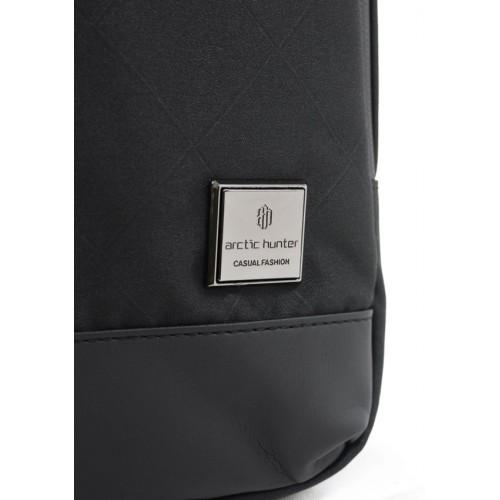 ARCTIC HUNTER Τσάντα Crossbody XB00089-BKRMB, USB, αδιάβροχη, μαύρη